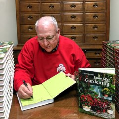 Neil-signing-books-2nd
